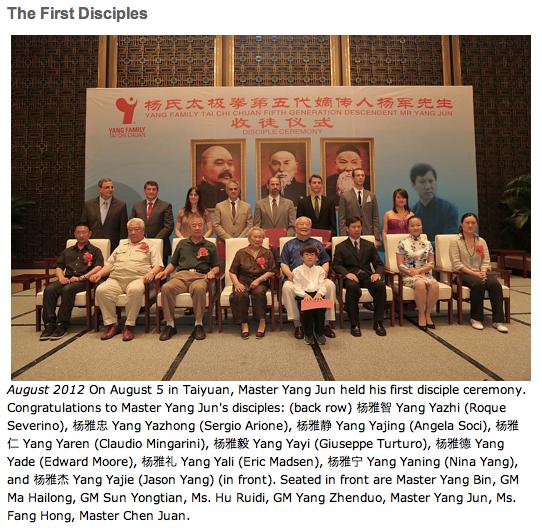 Foto di gruppo dei discepoli del Gran Maestro Yang Jun